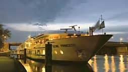 bureau veritas rouen bateaux mouches seine river