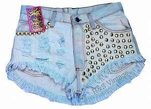Short Jeans Descorado com Tachas | DC Custom Shorts | Elo7