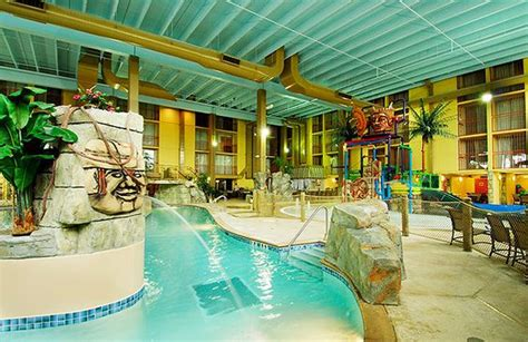 10 Best Hotel Swimming Pools!  Holiday Inn Chicago