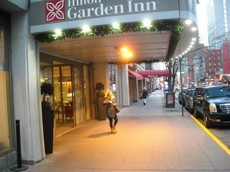 garden inn new york city guestroom with king bed bild garden inn times