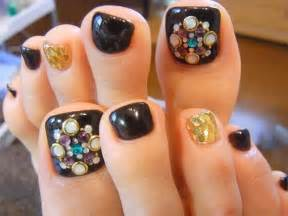 Stylish toe nail art designs for new year