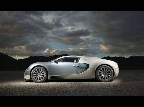 How much would one pay for this veyron? How much does it cost to be the fastest car on the planet? Over a million smackers! (With images ...