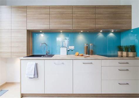 cuisine bleu clair couleur pour cuisine 105 idées de peinture murale et façade armoires blanches bleu clair et