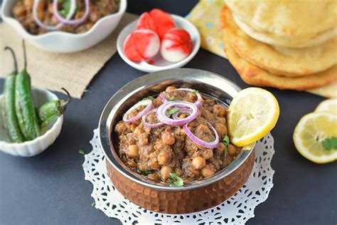 Chole bhature (also known as chana bhatura) is one of the most popular dishes originating from punjab state of northern india. Chole Bhature Recipe, Quick and yummy chole bhature recipe