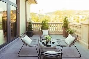 Mietrecht Balkon Reinigung : betonfliesen praktisch und modern bodenbel ge fliesen zenideen ~ Watch28wear.com Haus und Dekorationen