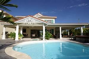 Descriptif de la villa de luxe villa boubou en guadeloupe for Belle piscine de particulier 10 accueil location de villa en guadeloupe
