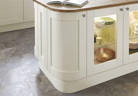 Fairford Antique White Kitchen   Shaker Kitchens   Howdens