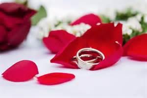 heiratsantrag an den mann wie frauen am besten fragen - Verlobungsring Mann