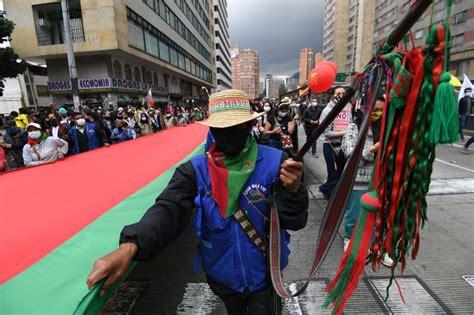 Colombianos protestan contra proyecto de reforma ...