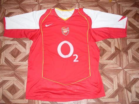 Arsenal Home football shirt 2004 - 2005. Sponsored by O2