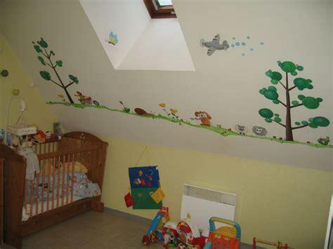 chambre pour petit gar n chambre d 39 enfants frise de petits animaux arts et peintures