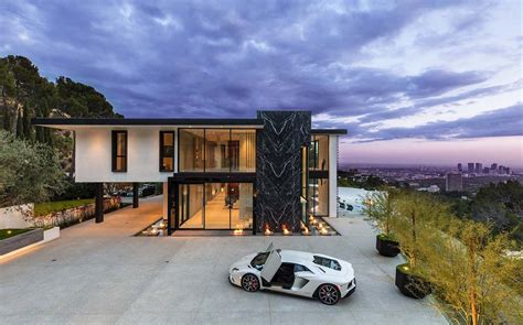 Sumptuous luxury modern home with views over the LA skyline
