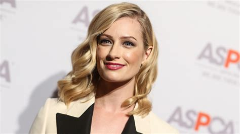 Broke Girls Alum Beth Behrs Takes Lead Role Fox