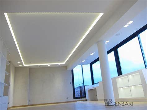 plafond de cuisine design faux plafond en fermacell avec un cadre en polycarbonate