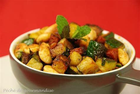 cuisiner des courgettes poele poêlée de courgettes amandes chorizo curry et menthe