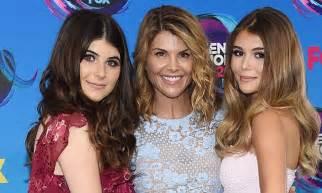 Teen Choice Awards: Lori Loughlin shows off her daughters ...