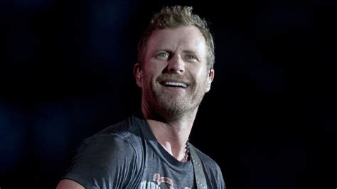 Watch Dierks Bentley Strip Down 'i Hold On' On Pbs Show