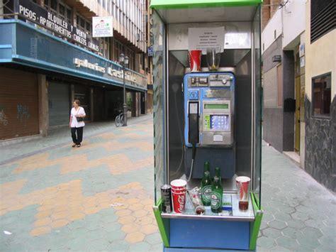 las cabinas de telefono dejaron de ser rentables hace  anos