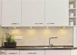 wandgestaltung bei weien fliesen wir renovieren ihre küche kuechenrueckwand