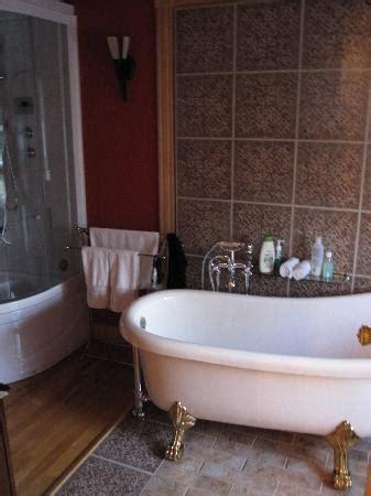 salle de bain avec et baignoire picture of la maison becard chicoutimi tripadvisor