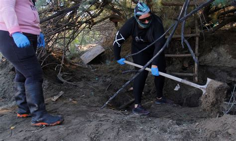 Meklējot bezvēsts pazudušos, Meksikā atrastas 873 slepenas kapu bedres - Ārvalstīs - Ziņas ...
