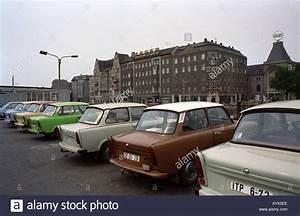 Gebrauchtwagen In Berlin : trabant gebrauchtwagen in ost berlin 1990 stockfoto bild ~ Jslefanu.com Haus und Dekorationen