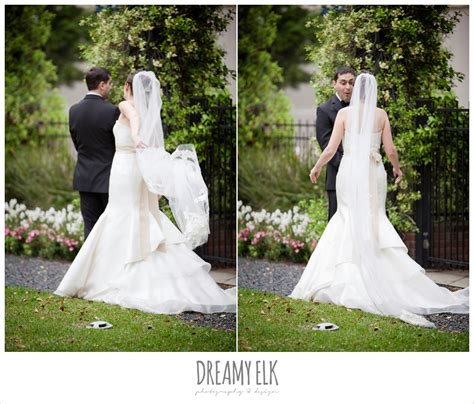 12 Tips To Photograph A First Look At A Wedding
