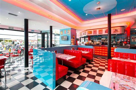 le café diner restaurant plein centre ville à nantes