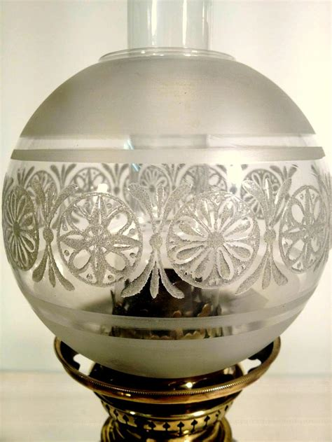 verre de le a petrole 192 la le 224 p 233 trole verre noir objets d hier ambiances d aujourd hui