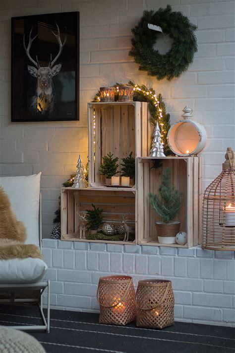 weihnachtliche terrassendeko mit weinkisten schoen bei