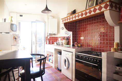 renovation cuisine ancienne creation d 39 une cuisine maçonnée petit carrelage style