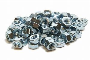 Schrauben Günstig Kaufen : viele schrauben muttern haufen metall haufen wei nahaufnahme stock foto colourbox ~ Markanthonyermac.com Haus und Dekorationen
