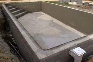 une piscine en parpaings une piscine traditionnelle en beton With construire sa piscine parpaings