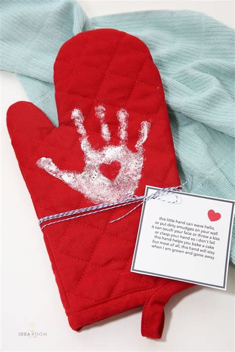 mothers day gift ideas handprint oven mitt cheap