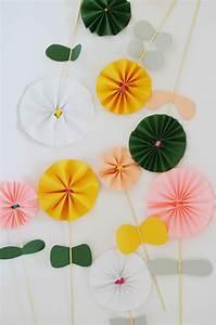 Blüten Aus Papier : blumen basteln 3 anleitungen und 30 tolle ideen deko feiern diy zenideen ~ Eleganceandgraceweddings.com Haus und Dekorationen
