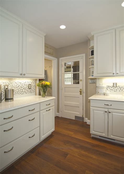 glass kitchen backsplash tiles the backsplash in this kitchen features 3x6 cadence