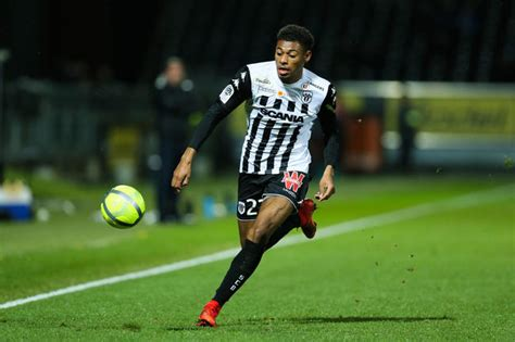 officiel jeff reine adelaide transfere  angers foot