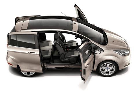 vehicule  places avec portes coulissantes
