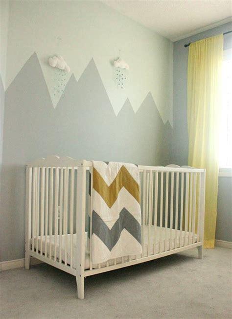 peindre une chambre déco montagne dans la chambre de bébé