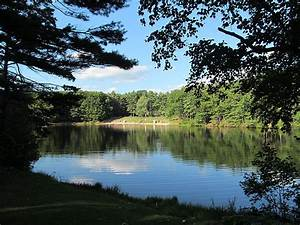 File:Crow Hill Pond, Leominster State Forest, Westminster ...