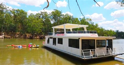 Fishing Boat Hire Echuca by Essential Guide To Houseboat Hire In Echuca Adventureme