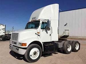 International 8100  2001    Daycab Semi Trucks