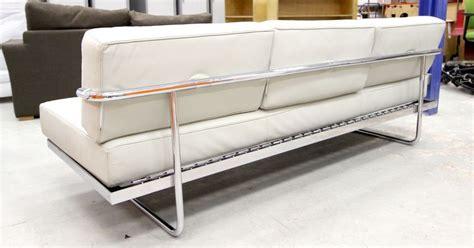 le corbusier canape le corbusier edition cassina canape modele lc5 a pietement en acier chrome et garniture de cuir cre