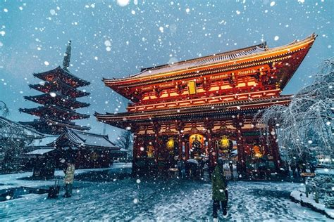 beautiful photographs  tokyo blanketed  snow