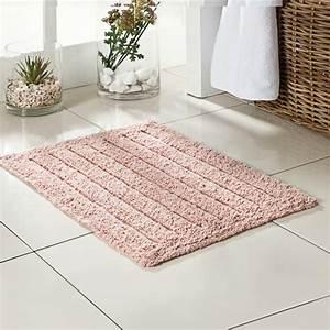 Badteppiche lassen ihr bad gemutlicher und einladender wirken for Balkon teppich mit fliesen tapete für bad