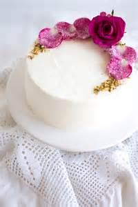 baby shower cupcakes for a girl hochzeitstorten mit blumen für den sommer friedatheres