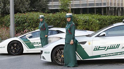 Dubái Compra Ferrari A Sus Mujeres-policía