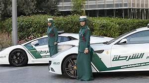 Voiture Police Dubai : fotos dub i compra ferrari a sus mujeres polic a rt ~ Medecine-chirurgie-esthetiques.com Avis de Voitures