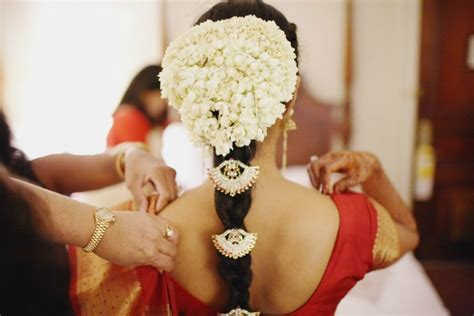 Wedding Accessories For Indian Groom : 20 Latest Indian Bridal Hairstyles