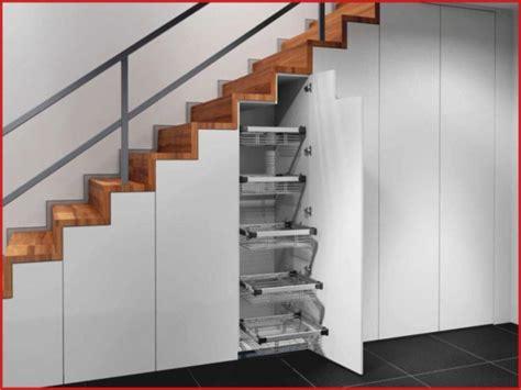 Flaechensparende Treppenformen Und Loesungen Fuer Sinnvolle Raumnutzung by Schrank T 252 R Schrank Unter Treppe In Nische Schr 228 Ge